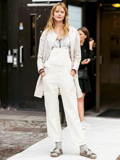 Make your dungarees autumn appropriate with a neutral top, and accessorize with slouchy metallic sandals over a pair of thick socks. // #streetstyle