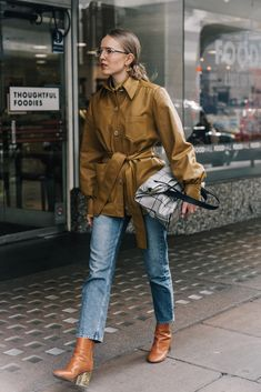 20 Cute Outfits to Wear With Skinny Jeans Update your denim look this season with 20 cute outfits to wear with jeans. Get inspired inside. Outfit Jeans, Cute Outfits With Jeans, Jean Outfits, Jeans Outfit Winter, Mode Outfits, Fall Outfits, Fashion Outfits, Jeans Fashion, Christopher Kane