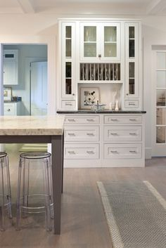 Traditional Built In Hutch Kitchen Design Ideas, Pictures, Remodel and Decor Dining Room Corner, Dining Room Hutch, Dining Nook, Dining Room Design, Kitchen Design, Kitchen Buffet, Kitchen Ideas, Country Kitchen, Built In Hutch