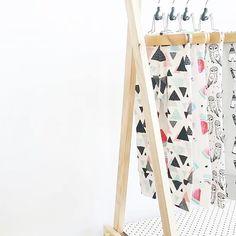 Cute @ollieandcoco leggings!  #spoonflower #geometric #pattern #patterndesign #texiel #stoff #stof #kidsclothes #igerskids #handmade #leggings #print #littlesmilemakers #fashion