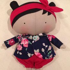 Tildinha com seu casaquinho florido #tildatoy #tildinha #tilda #bonecadepano #artesanato #bonecas #boneca