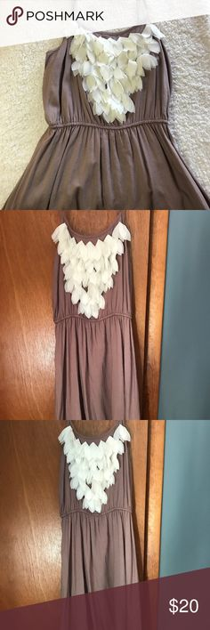 Super cute dress Very feminine and pretty with a little hippie flare. Never worn ! Price tag still on . Size small, it says medium but it runs a little smaller Dresses Midi