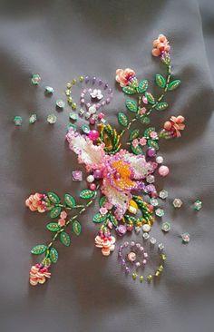 Assalamualaikum.. Sorry la dah lama tk update... hihi.. sorry la konon mcm la org tengok blog akak ni.. takpe... mungkin dlm seribu ada le ... Hand Embroidery Design Patterns, Embroidery On Kurtis, Bead Embroidery Patterns, Couture Embroidery, Flower Embroidery Designs, Creative Embroidery, Bead Embroidery Jewelry, Embroidery Fashion, Ribbon Embroidery