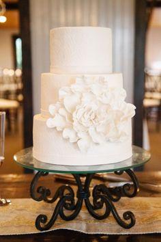 Wedding cake idea; Featured Photographer: Riverland Studios