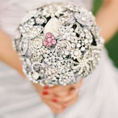 A step by step guide for a DIY brooch bouquet! This would be a great idea use your mom's grandma's great grandma's brooches!