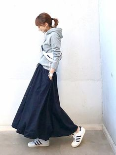 ファッション ファッション in 2020 Minimalist Fashion Women, Minimal Fashion, Casual Outfits, Fashion Outfits, Skirt Outfits, Womens Fashion, Japan Fashion, Daily Fashion, Long Skirt Fashion