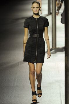 See the complete Lanvin Spring 2011 Ready-to-Wear collection.