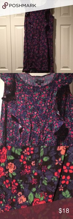 Cute dress Fun relaxed dress with elastic waistband and ruffle detail. GAP Dresses