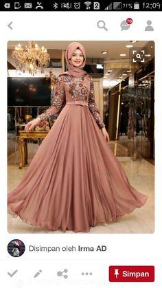 Garter belt, butt plug in this dressed. Muslim Gown, Muslim Evening Dresses, Hijab Evening Dress, Hijab Dress Party, Party Wear Dresses, Muslim Women Fashion, Islamic Fashion, Hijabi Gowns, Hijab Fashion