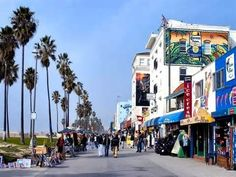 Venice Beach Boardwalk-Rare to see it this empty....this must be during the weekday on a Monday or something. haha.