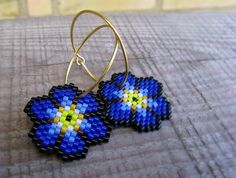 Whimsical Beaded Jewelry by AmaltheaCph Beaded Earrings Patterns, Seed Bead Earrings, Beading Patterns, Crochet Earrings, Flower Earrings, Leather Thread, Beaded Bookmarks, Beads And Wire, Beaded Flowers