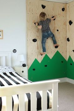 DIY climbing wall for an outdoors-themed bedroom « Growing Spaces kids room Indoor Climbing Wall, Kids Climbing, Rock Climbing, Bedroom For Girls Kids, Kids Rooms, Outdoor Bedroom, Ideas Hogar, Kids Room Design, Bedroom Themes