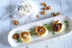 Smördeg, chèvre, valnötter & fikonmarmelad. Låter kombinationen som en god idé? Ja, herregud så gott det är. Perfekta tilltugget när gästerna kommer, här kommer receptet! :) ca...