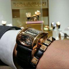 Mẫu đồng hồ đặc biệt đánh dấu sự hợp tác của 2 thương hiệu hàng đầu của ngành đồng hồ và xe hơi - Parmigiani Fleurier và Bugatti: Parmigiani Bugatti Super Sport.