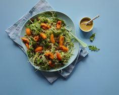 SOMMERSALAT - Spidskål med rucola, friske abrikoser & solsikkekerner