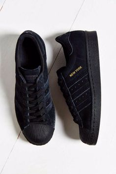 Adidas Women Shoes Shoes: adidas superstars superstar velvet nubuck new york sneakers black originals - We reveal the news in sneakers for spring summer 2017 Cute Shoes, Me Too Shoes, Vetement Fashion, Adidas Shoes Women, Sneakers Adidas, Trainers Adidas, Nike Women, Mode Outfits, Mode Style
