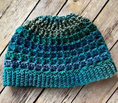 Another gorgeous messy bun / ponytail hat pattern (FREE!) added to the collection ...