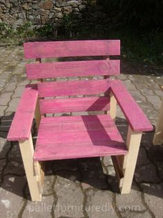 Old Pallets Ideas Pallets Garden Chair For Kids Fun Pallet Crafts for Kids Pallet Benches, Pallet Chairs Pallet Furniture Designs, Pallet Garden Furniture, Pallet Chair, Pallets Garden, Diy Chair, Repurposed Furniture, Kids Furniture, Pallet Benches, Furniture Plans