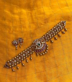 Jewelry Design Earrings, Gold Earrings Designs, Necklace Designs, Antique Jewellery Designs, Fancy Jewellery, Antique Jewelry, Ancient Jewelry, Gold Bangles Design, Gold Jewellery Design