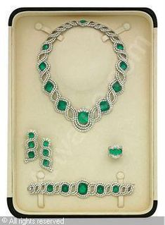 Set of 5: Emerald and diamond, emeralds stated to weigh a total of 252.57 carats, diamonds stated to weigh a total of 120.97 carats