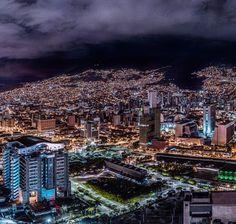 """Sebas Saldarriaga on Instagram: """"Cae la noche en Medellín. Like si crees que se ve hermosa de noche.  Una ciudad que no para de crecer, que le apuesta con grandes obras…"""" Paris Skyline, City Photo, Landscape, Instagram, Cityscapes, Briefcase, Travel, Iphone 7, Posters"""