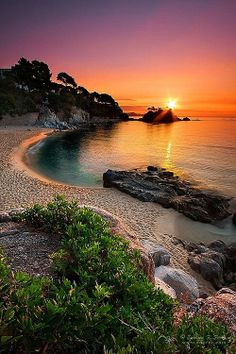 Beautiful sunset from Girona, Spain. Please go to Girona for me (anyone who's going to study or live in Spain) Places Around The World, Around The Worlds, Girona Spain, Ibiza Spain, Belle Photo, Beautiful Beaches, Beautiful Landscapes, Beautiful World, Beautiful Beautiful