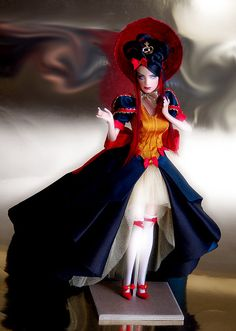 """Another angle on Biancaneve """"prova a fermarmi"""" - ooak barbie Snow White Movie, Snow White Doll, Princess Shot, Barbie Princess, Princess Disney, Disney Princesses, Snow White Prince, Snow White Evil Queen, Doll Museum"""