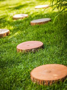 Amble through your backyard on a walkway crafted from log slices....DIY Log-Slice Steps...