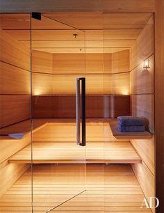 Planks of hemlock line the sauna; the towels are by Frette. | luxury gym towel storage # Home Spa, At Home Gym, Design Sauna, Modern Saunas, Sauna Steam Room, Home Improvement Tv Show, Home Icon, California Homes, Trendy Home