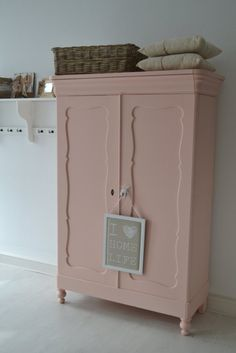 Coral Painted Furniture, Paint Furniture, Girls Bedroom, Bedroom Decor, Creation Deco, European Home Decor, Little Girl Rooms, Room Inspiration, Kids Room