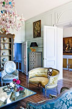 The living area of a French Chateau designed by Les Trois Garçons. Photo by Paul Raeside. In Vogue Living Australia. Interior Desing, French Interior, Interior Decorating, Antique Interior, French Decor, Decorating Ideas, Vogue Living, Beautiful Living Rooms, Beautiful Interiors