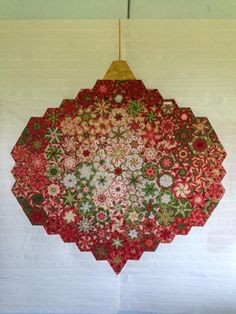 Webmail :: Interested in Machine quilting designs and Machine quilting patterns? 16 ideas picked for you Christmas Patchwork, Christmas Quilt Patterns, Christmas Sewing, Christmas Fabric, Noel Christmas, Christmas Crafts, Christmas Quilting Projects, Christmas Ornament, Xmas