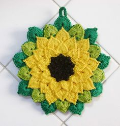 Sunflower potholder. Creator says it's modified from http://www.ravelry.com/patterns/library/the-crocodile-flower