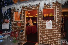 A life-sized gingerbread house where you can purchase Christmas goodies and takeaways.