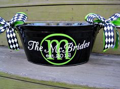 Spray paint a galvenized bucket and add vinyl letters. We have plain metal buckets but are available to vinyl in any color! Silhouette Cameo Vinyl, Silhouette Cameo Projects, Cricut Vinyl, Vinyl Decals, Cute Gifts, Diy Gifts, Drink Bucket, Metal Tub, Vinyl Monogram