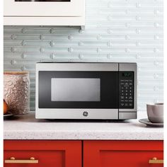 top rated GE 0.7 cu. ft. Small Countertop Microwave in Stainless Steel