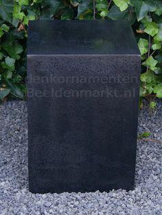 Sokkel glad en gepolijst 45x30x30 cm hol-€ 70,00