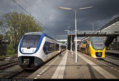 RailPictures.Net Photo: Nederlandse Spoorwegen Sprinter LightTrain at Rotterdam, Netherlands by Martin Bennet