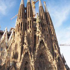 Instagram【ntsu72】さんの写真をピンしています。 《#sagradafamilia #サグラダファミリア #バルセロナ #barcelona  #スペイン #spain  #ガウディ #世界遺産 #聖家族教会 #beautful #lightup  #夜景 #like #enjoy #happy #olympus #pen  #カメラ女子  #antenne #社員旅行 #弾丸旅行 #感謝 #1年に1回 #休暇 #めっちゃ楽しい #ファインダー越しの私の世界  #私の好きな世界  #カメラが好きな人と繋がりたい  #綺麗なものが好き》