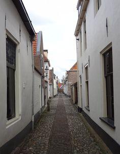 Een van de vele smalle straatje van Elburg