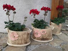 Květináč Clay Flower Pots, Ceramic Flower Pots, Clay Projects, Projects To Try, Coil Pots, Ceramic Plant Pots, Pottery Designs, Sculpture Clay, Garden Pots