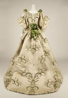 Dress (Ball Gown) House of Worth (French, Designer: Charles Frederick Worth (French (born England), Bourne Paris) Date: 1889 Culture: French Medium: silk Victorian Gown, Victorian Fashion, Vintage Fashion, Gothic Fashion, Feminine Fashion, 1940s Fashion, Victorian Gothic, Gothic Lolita, Vintage Beauty