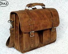 DIAZ Large Genuine Leather Briefcase / Backpack por DiazBags