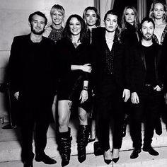 #aboutlastnight: Uma turma fashionista se reuniu na noite de quinta-feira para celebrar a abertura do @museeyslparis e homenagear Pierre Bergé morto no início do mês. Por lá o estilista da grife @anthonyvaccarello esteve acompanhado de nomes como @anja_rubik Catherine Deneuve @robinwright e Charlotte Gainsbourg. Veja na galeria parte da exposição permanente que abre ao público dia 03.10. (Fotos #regram e @wwd) #voguenapfw  via VOGUE BRASIL MAGAZINE OFFICIAL INSTAGRAM - Fashion Campaigns…