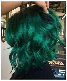 Emerald Green Hair, Green Hair Colors, Hair Dye Colors, Cool Hair Color, Dark Green Hair Dye, Hair Colour Ideas, Pastel Green Hair, Bright Hair Colors, Dark Hair
