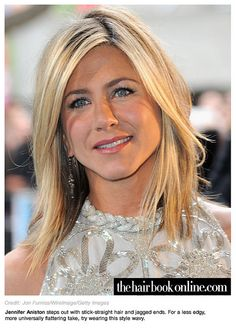 Jennifer Aniston hair color is as famous as she is for her popular films. Her light brown hair, with beautiful golden blonde highlights, looks stunning. Jennifer Aniston Hair Color, Jennifer Aniston Pictures, Jenifer Aniston, Medium Hair Styles For Women, Medium Layered Hair, Extreme Hair, Straight Hairstyles, Layered Hairstyles, Hair Cuts