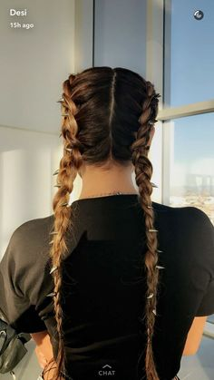 Beauty Guru Desi Perkins, hair by Sienree with Celestine Agency. Screenshotted from Desi's Snapchat