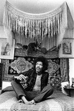 Jimi Hendrix World Famous Guitarist Lámina fotográfica en AllPosters. Jimi Hendrix Experience, Affiche Jimi Hendrix, Jimi Hendrix Quotes, Woodstock, Rock Music, My Music, Rock N Roll, Hippie Man, Hippie Vibes