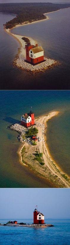 Round Island Lighthouse, Michigan by Divonsir Borges