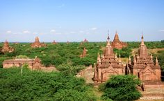 View over Bagan from a smal temple close to the Dhammayazika-temple
